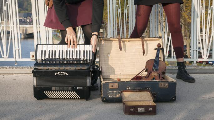Un accordéon et un violon