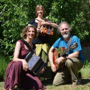 2 accordéons et une guitare